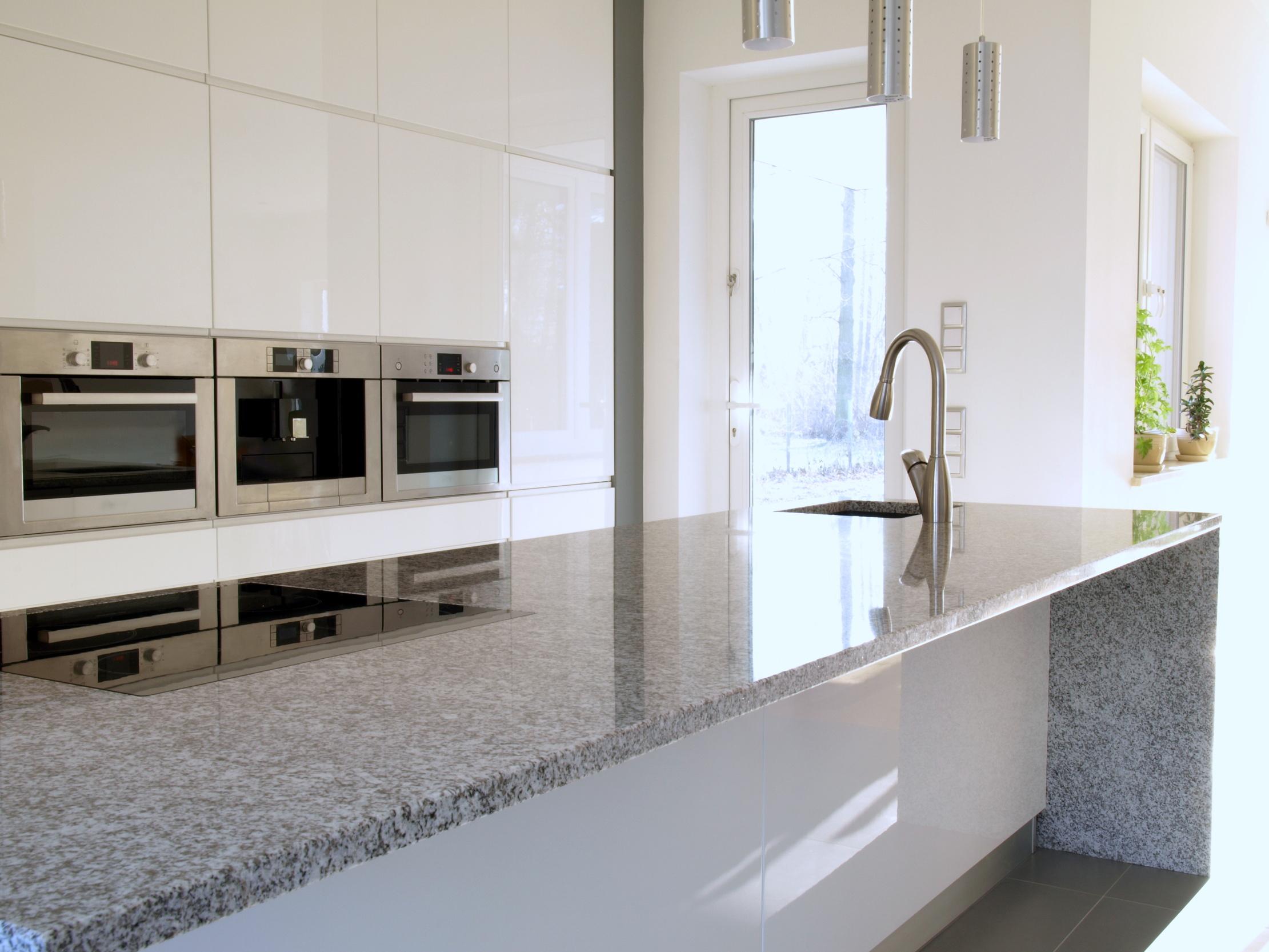 #576274 Bancada de Granito em uma cozinha moderna. Mármores e Granitos  2221x1666 px Fotos De Balcão De Granito Para Cozinha Americana_3445 Imagens